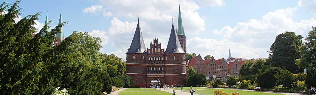 Holstentor und Altstadt von Lübeck