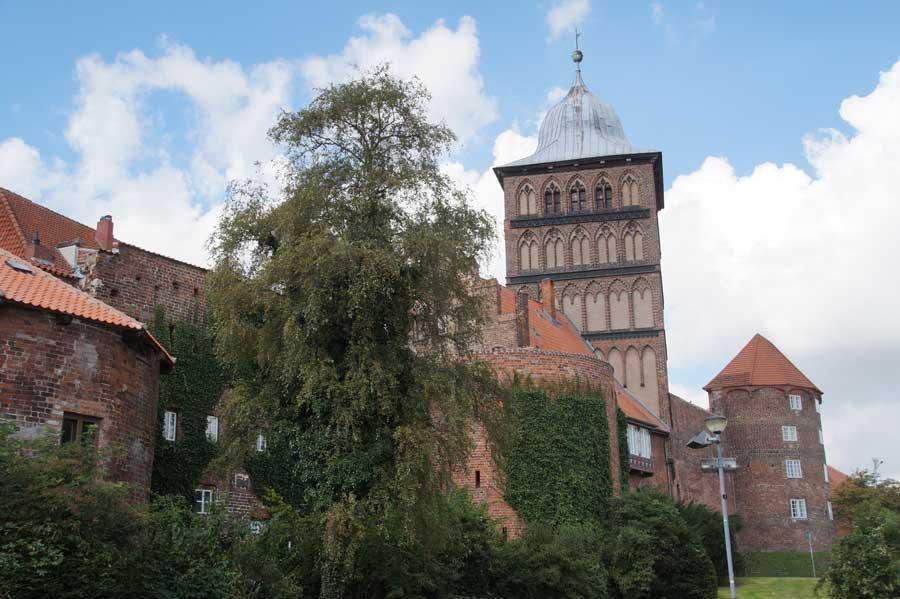 Das Burgtor in Lübeck ist Teil der Stadtmauern in Deutschland