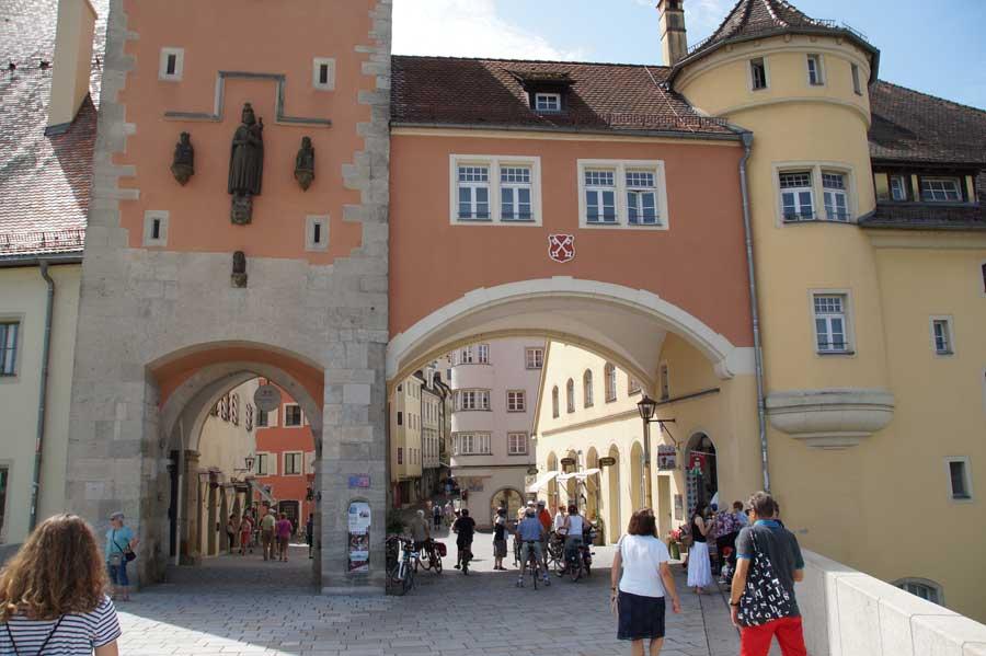Zugang ur Steinernen Brücke in Regensburg