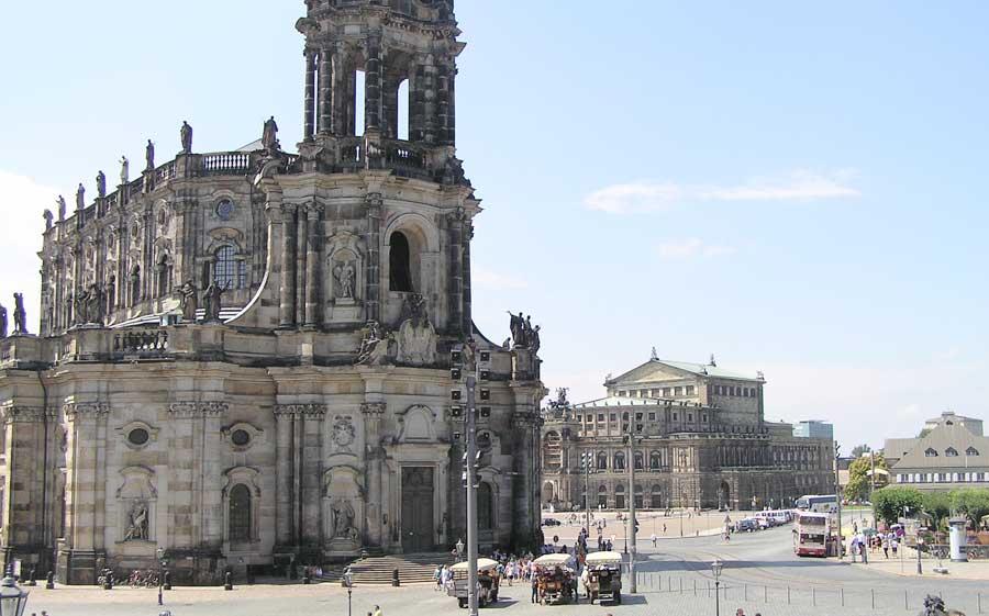 Hofkirche und Semperoper in der Altstadt von Dresden
