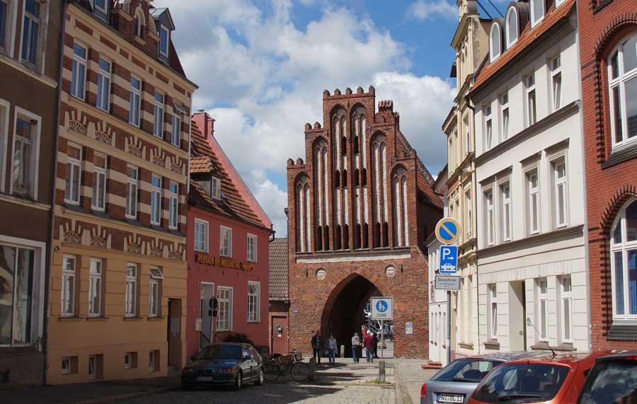Das Wassertor als Zugang zur Altstadt von Wismar