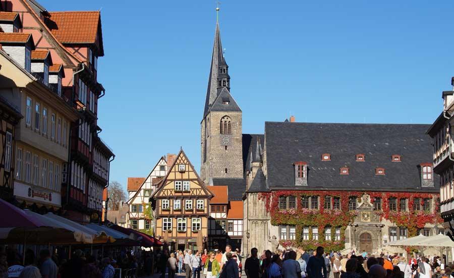 Altstadt von Quedlinburg mit Rathaus und Roland