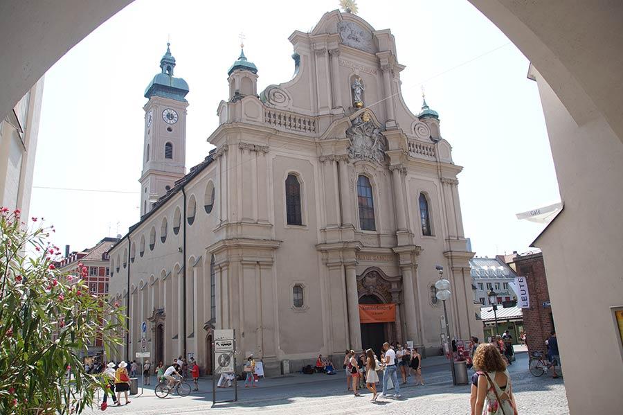 Peterskirche in der Altstadt von München