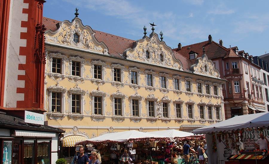 Sehenswürdigkeiten in Würzburg - die Rokokofassade des Falkenhauses