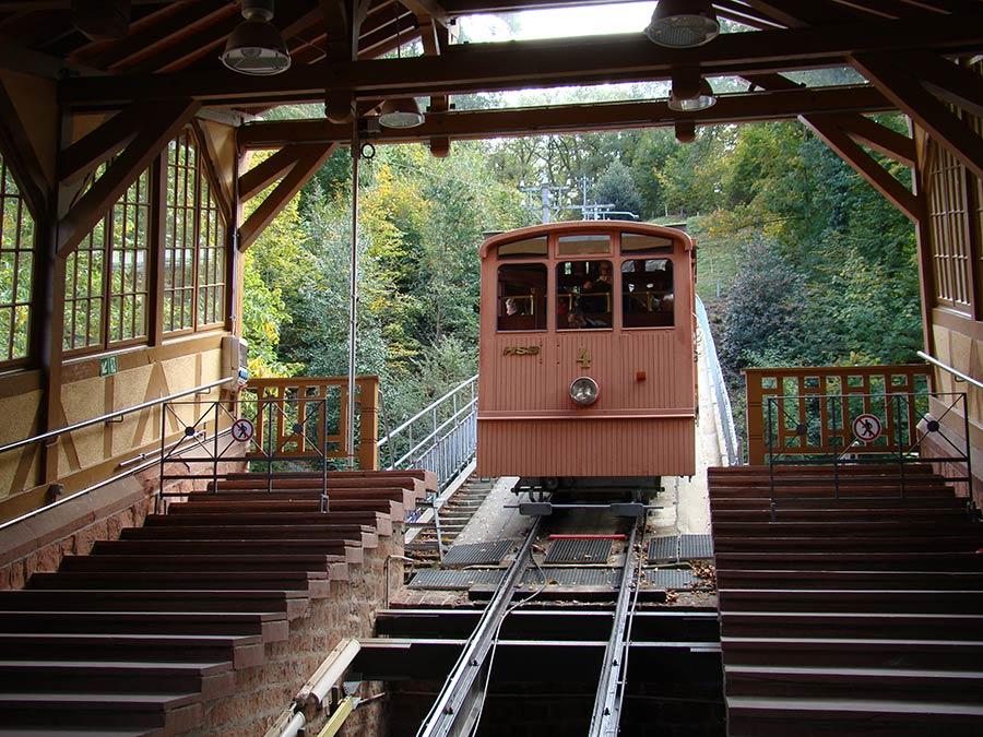 Bergbahn zum Schloss zu den Sehenswürdigkeiten in Heidelberg