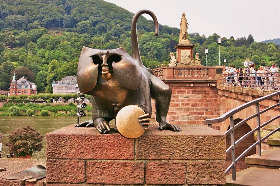 Brückenaffe in Heidelberg
