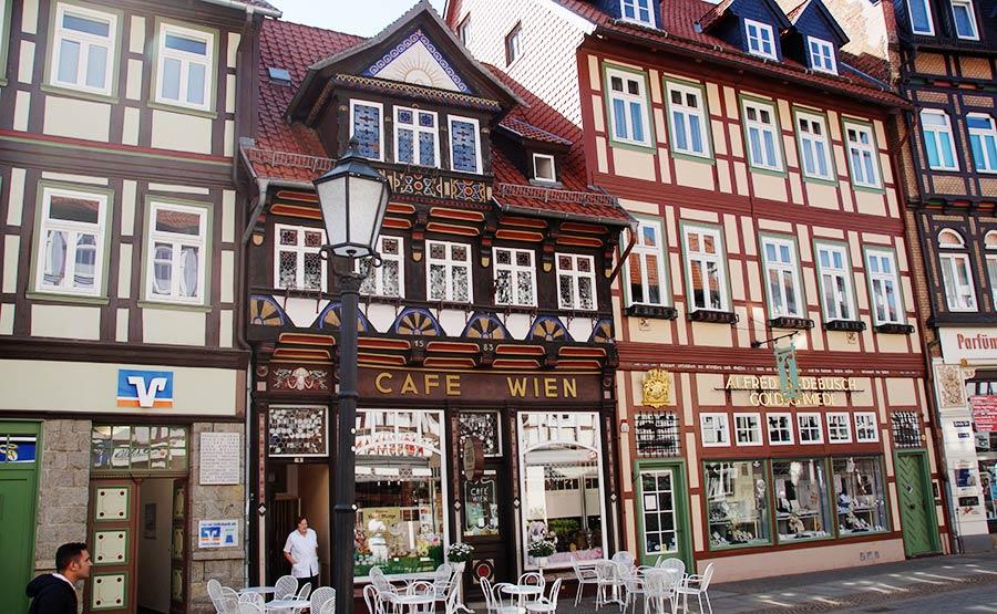 eines der ältesten Häuser - Café Wien in der Breiten Straße