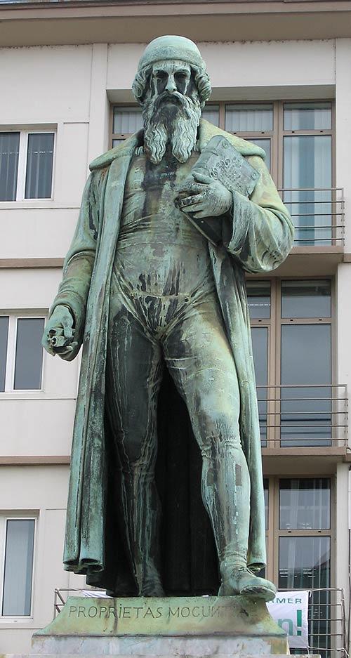 Johannes Gutenberg-Statue in der Altstadt von Mainz