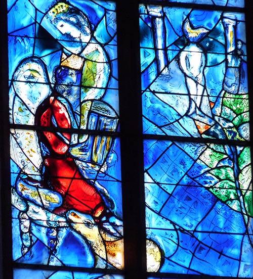 Sehenswürdigkeiten in Mainz - Stephanskirche mit Fenstern von Chagall
