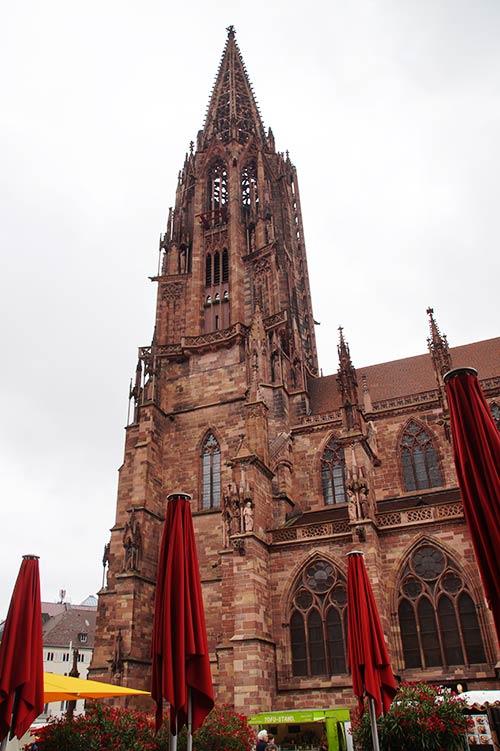 Die wohl Bedeutendste der Sehenswürdigkeiten in Freiburg, das Freiburger Münster